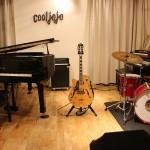 cooljojoジャズ・ヴォーカル、ピアノ&ギター教室(市川市八幡2-16-16 B1F)