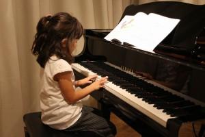 【cooljojo jazz+art】 ジャズ・ピアノ&ヴォーカル・クラス お母さんと一緒に